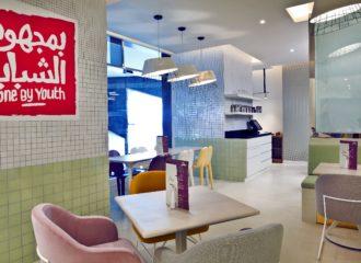 مقهى يديره الشباب ويقدم أطعمة صحية