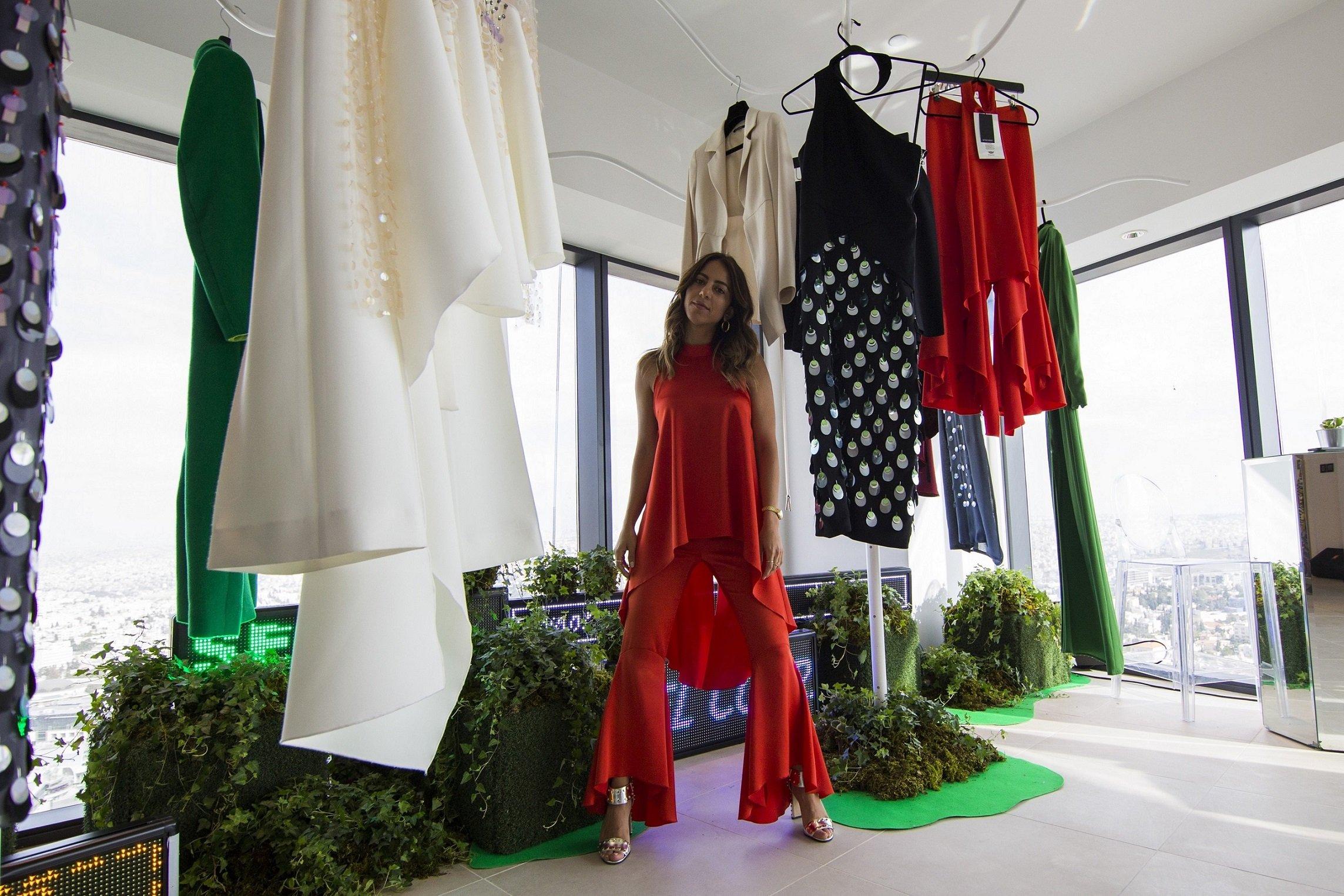 تعاونت كاديلاك مع مصممة الأزياء الأردنية نافسيكا سكورتي