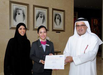 """كلية دبي للسياحة تخرّج الدفعة الأولى من منتسبي مبادرة """"نهج دبي"""""""