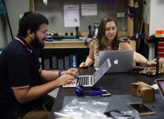 طلاب من جامعة نيويورك أبوظبي يقدمون 4 نماذج روبوت للشحن للاتحاد للطيران