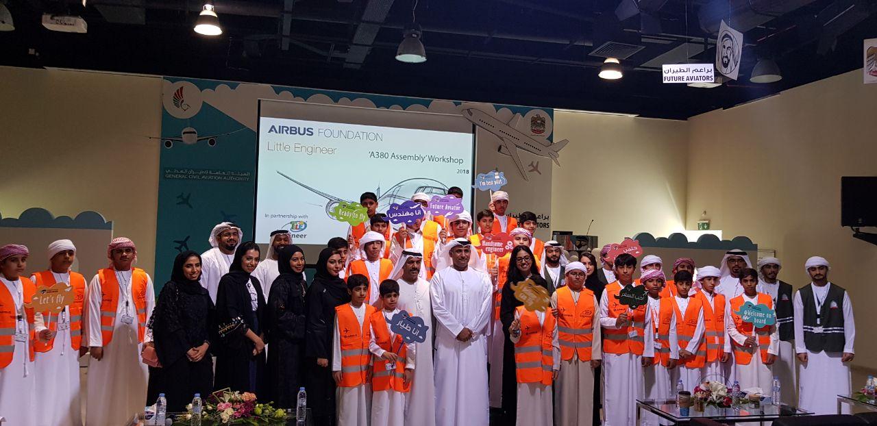 طلبة اماراتيون يتعرفون على طائرة ايرباصA380