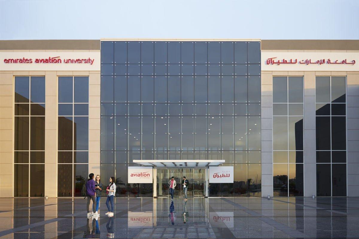 منح دراسية من جامعة الإمارات للطيران لمتفوقي الثانوية
