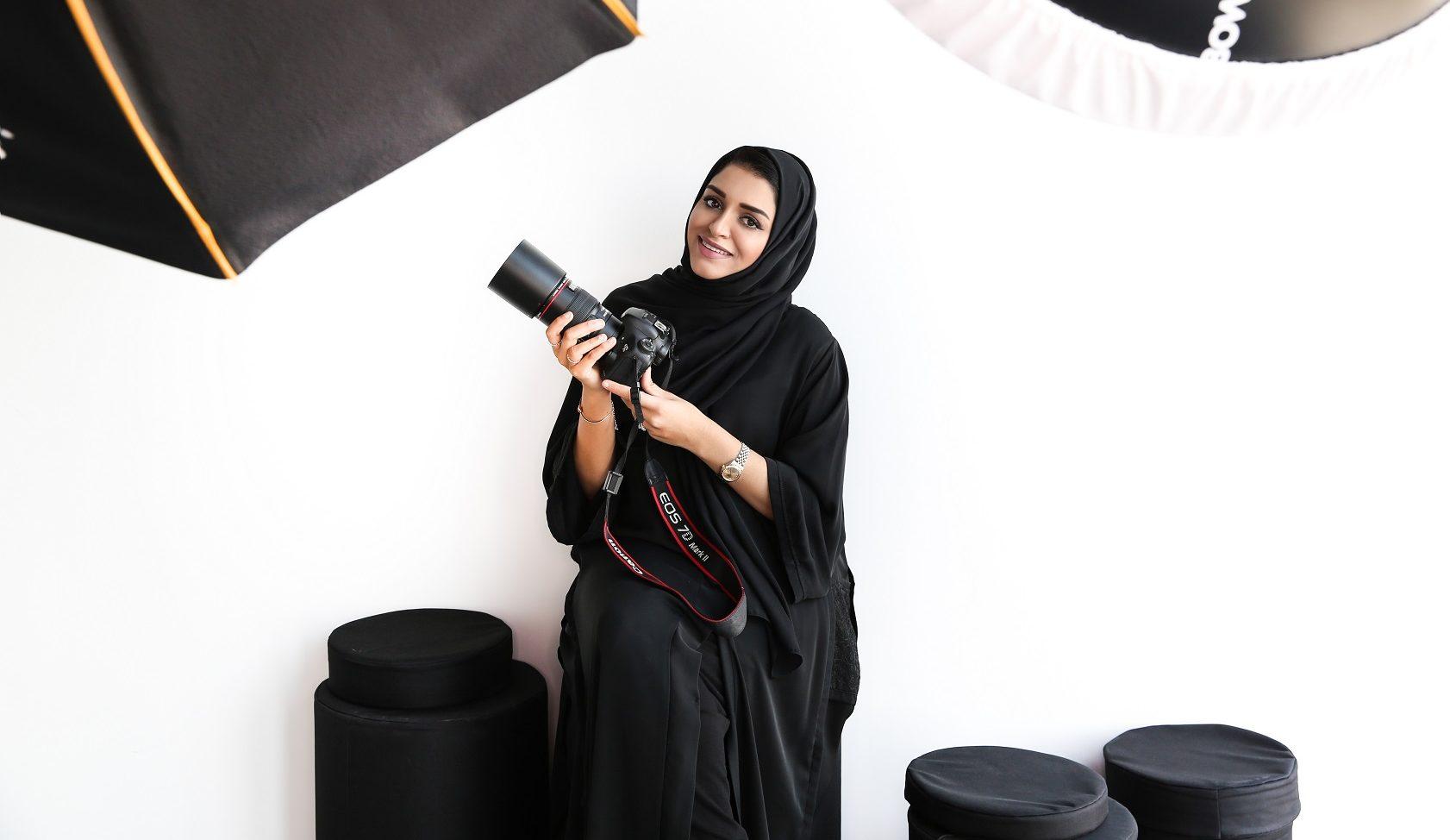 مدرسة جامعية اماراتية تطلق مشروعاً للتصوير