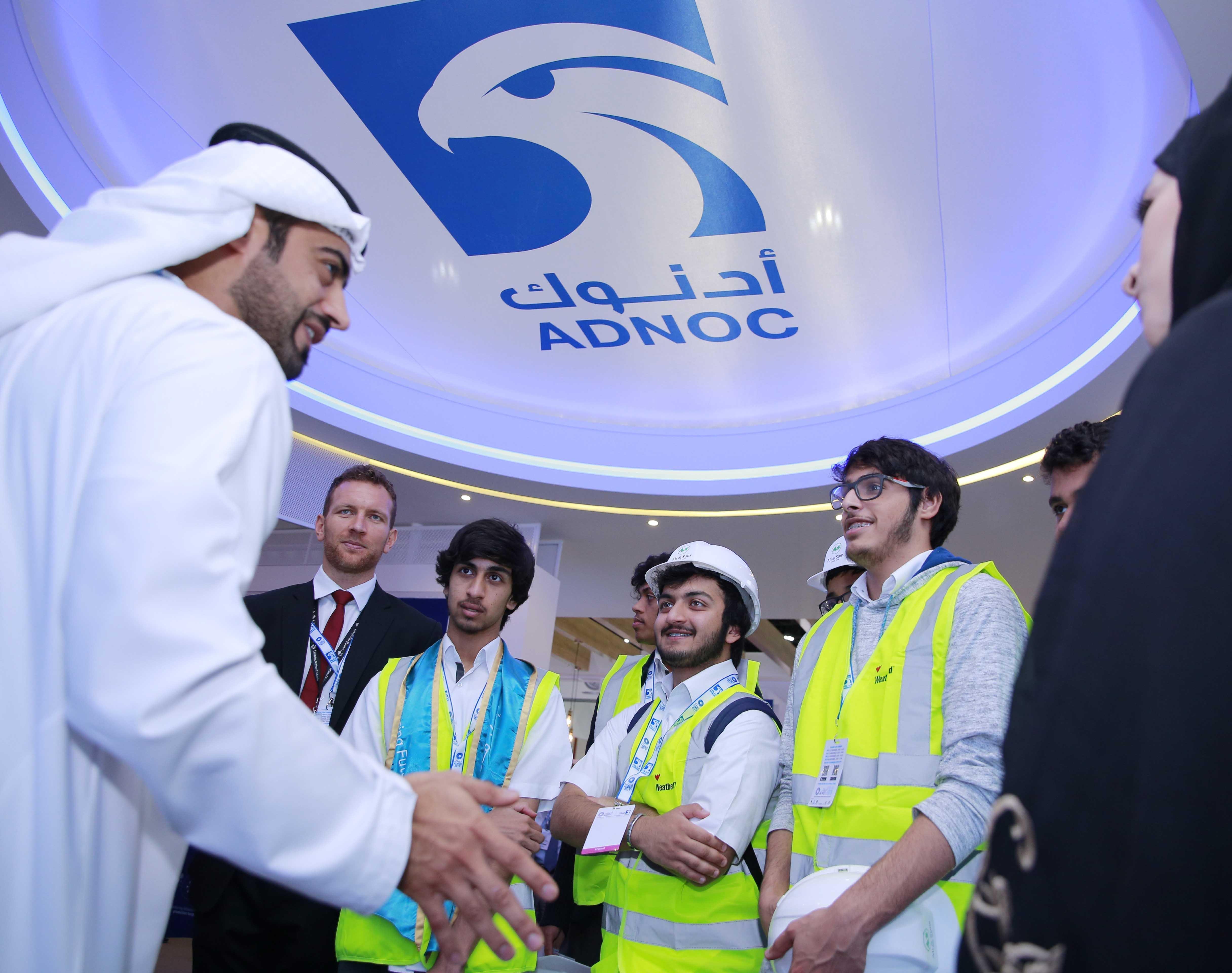 """""""شباب أديبك"""" يتعرفون على الخيارات المتاحة لهم في قطاع النفط والغاز"""