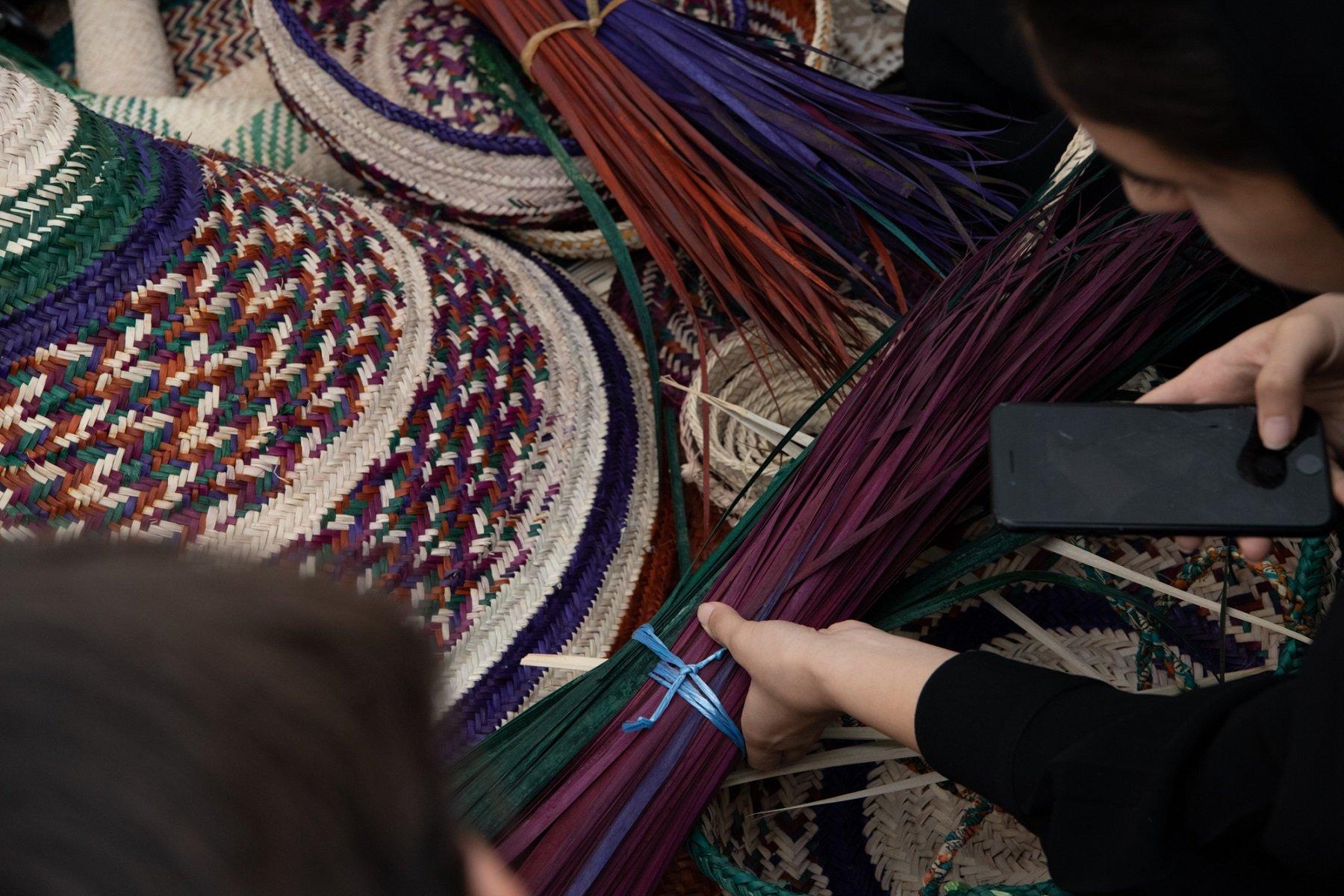 """""""إرثي للحرف المعاصرة"""" يجمع 10 مصممين من الإمارات وإسبانيا وإيطاليا في مشروع """"حوار الحرف"""""""