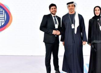 """منصور بن زايد يتوج الفائز في مبادرة """"حلول شبابية"""""""