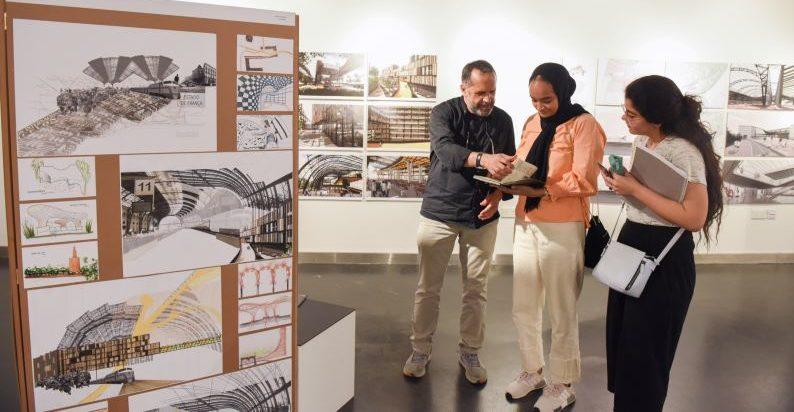 معرض لطلبة العمارة في أمريكية الشارقة حول مشاريع دراستهم في برشلونه