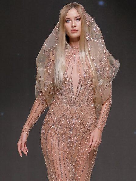 كيف تعكس أزياء ميخائيل شمعون جاذبية المرأة؟