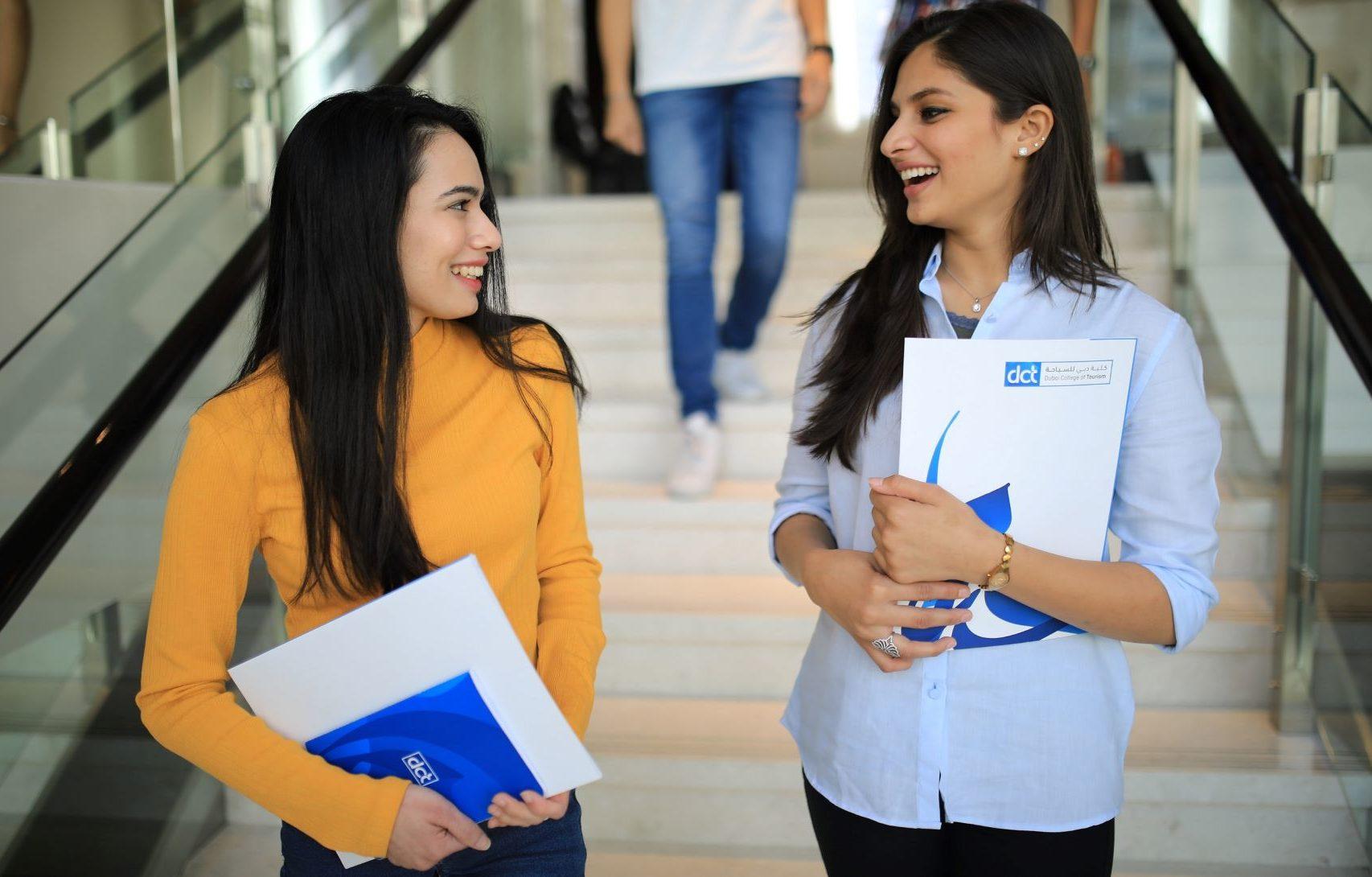 مالفرص التي توفرها كلية دبي للسياحة لطلبة الثانوية؟!