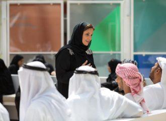 مبادرة في أبوظبي تجمع الشباب وكبار السن لمشاركة الخبرات والنشاطات
