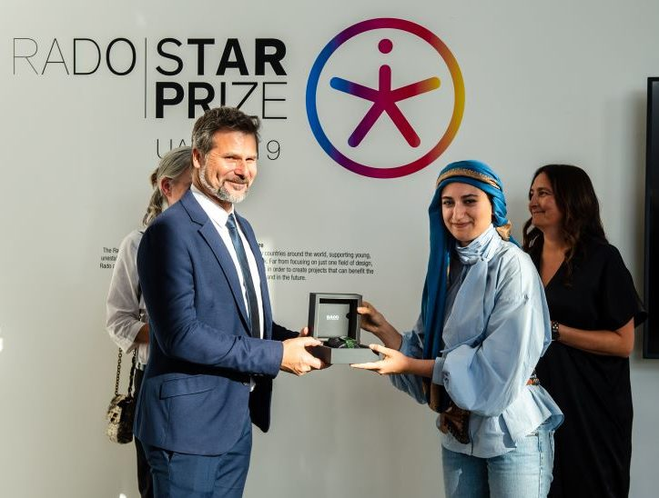 فنانة لبنانية شابة تفوز بجائزة نجم رادو للتصميم